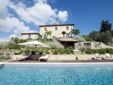 location villa de charme avec piscine en toscane. Black Bedroom Furniture Sets. Home Design Ideas