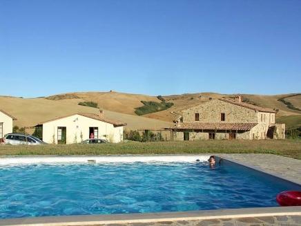 Louer en toscane une maison avec piscine pour 15 personnes for Location toscane piscine