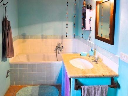 Villa avec piscine louer en ombrie italie for Salle de bain italie