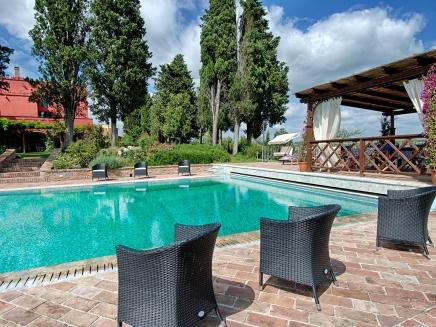 Location d 39 une grand domaine avec piscine en toscane for Location toscane piscine